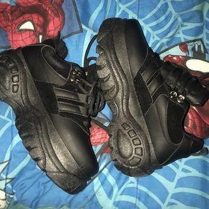 Chunky black sneakers!!!